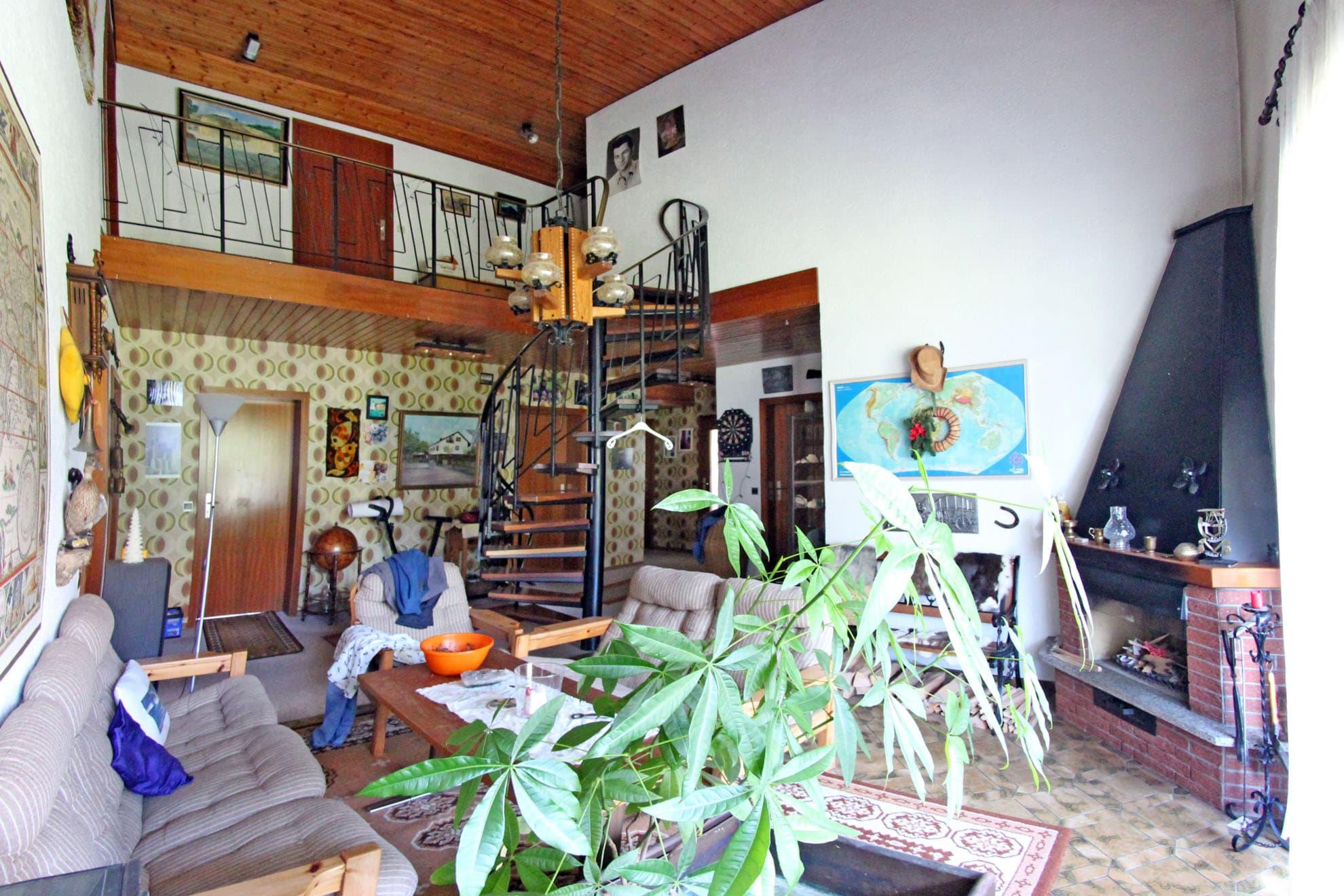 einfamilienhaus 7 zimmer mit einliegerwohnung und garage. Black Bedroom Furniture Sets. Home Design Ideas
