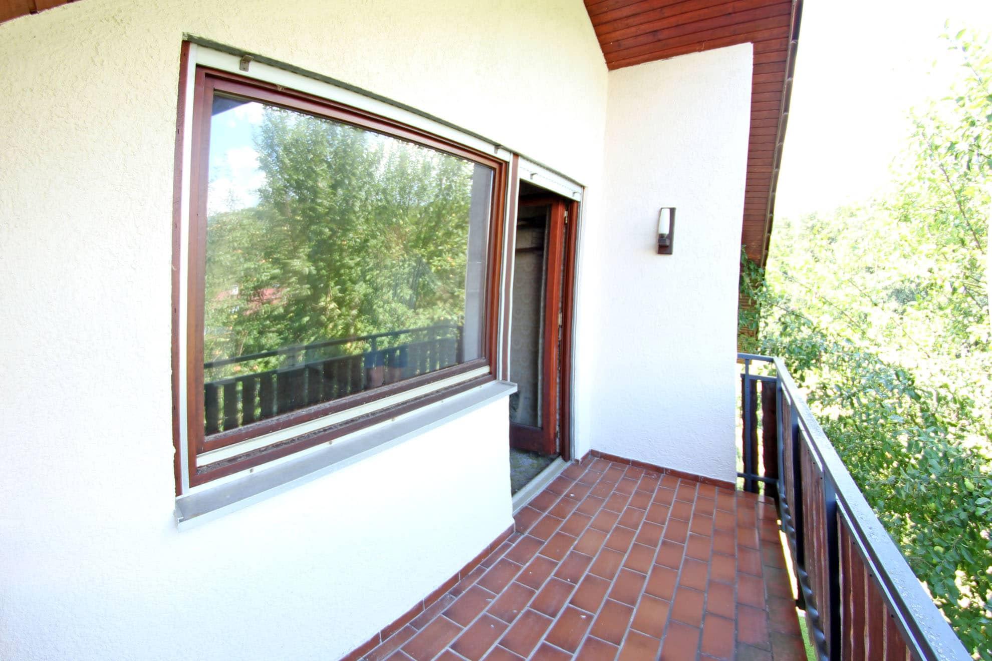 einfamilienhaus 7 zimmer mit einliegerwohnung und garage hail immobilien. Black Bedroom Furniture Sets. Home Design Ideas